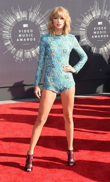 Top-20-Taylor-Swift-Stunning-Red-Carpet-Looks