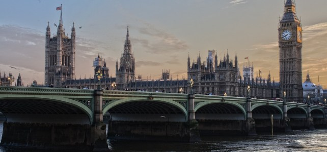 Reasons to look for a professional immigration solicitor in UK