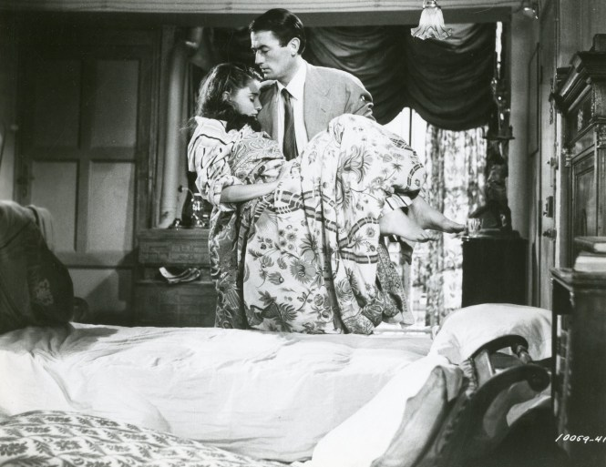 Joe Bradley Gregory Peck Puts Ann Audrey Hepburn To Bed In His