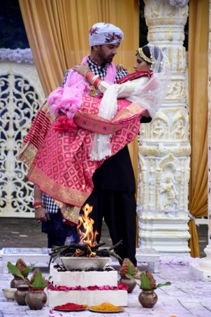 Advay-and-Chandni-evleniyor