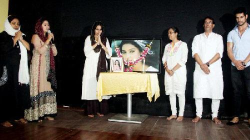 Pratyusha-Banerjee-cenaze-töreni-
