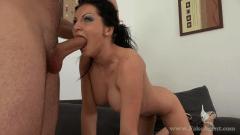 Horny Romanian Babe Fucks Casting filme porno cu romance .