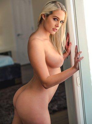 Sex cu Athena Palomino , cea mai frumoasa femeie , din lume , blonda , sani perfecti , cur perfect , pizda stramta , fututa intre sani , orgasm real , pe la spate ,
