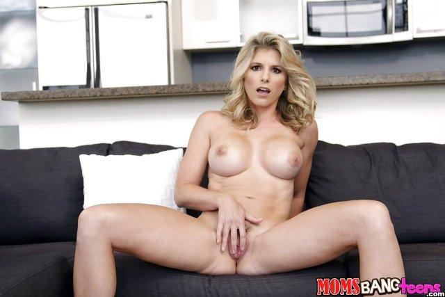 Mama sexy cu cur mare fututa de fiu anal . 12