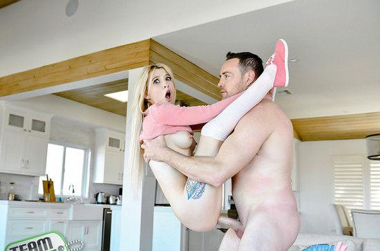Porno cu fetite flexibile Kenzie Reeves fututa dur 2019 HD . 12