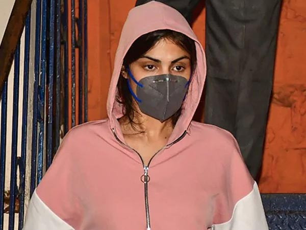 Rhea Chakraborty files a complaint against SSRâs neighbour for misleading the investigation