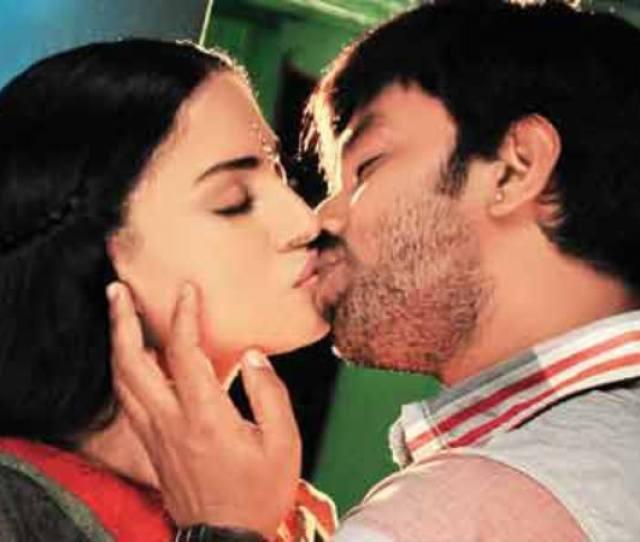 Akshay And Veena Maliks Kissing Scene