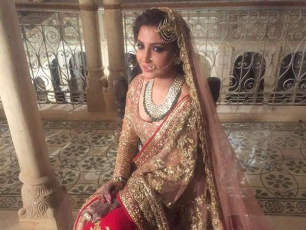 10 Pictures Of Anushka Sharma Dressed Up As A Bride ...
