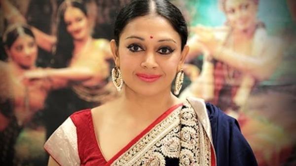 Shobana as Nagavalli
