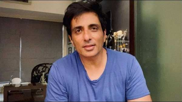 Sonu Sood Gets Critically Ill Coronavirus Patient Airlifted From Nagpur To Hyderabad For Special Treatment