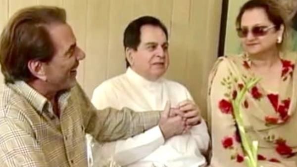 Dharmendra Asks Fans To Pray For Dilip Kumar's Health, Calls Him 'Ek Nek Rooh Insaan'