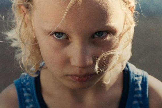 DARK BLUE GIRL: German Psycho-Thriller Disguised As Family Drama