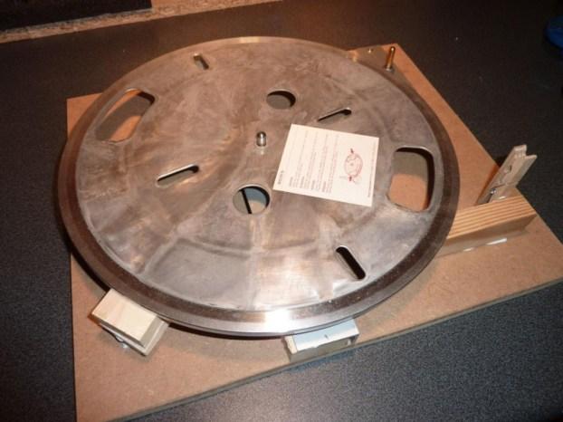 Hier die verleimte Konstruktion mit aufgesetztem  Plattenteller...
