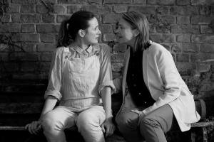 Emily Mortimer (Jinny) und Cherry Jones (Martha) (© Nicola Dove Adventure Pictures Ltd)