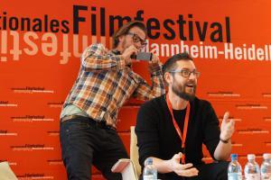 Der Regisseur Miha Knific (vorne)
