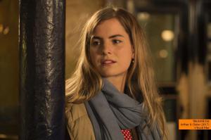 Wolfgang Amslgruber Claire (Hannah Hoekstra) in einer Bar in Amsterdam