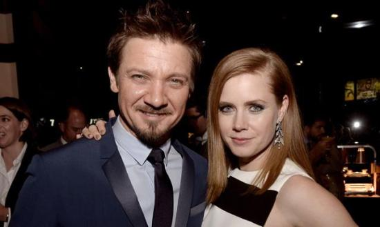 jeremy-renner-amy-adams-story-of-your-life-1-filmloverss