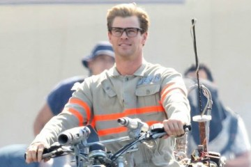 "Exclusive... 51825826 Actor Chris Hemsworth wears his Ghostbusters uniform as he rides a motorcycle on the set of ""Ghostbusters"" on August 17, 2015 in Boston, Massachusetts. FameFlynet, Inc - Beverly Hills, CA, USA - +1 (818) 307-4813"