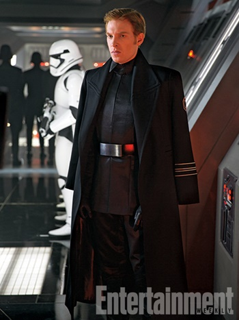 Star-Wars-The-Force-Awakens-Domhall-Gleeson-General-Hux-Filmloverss