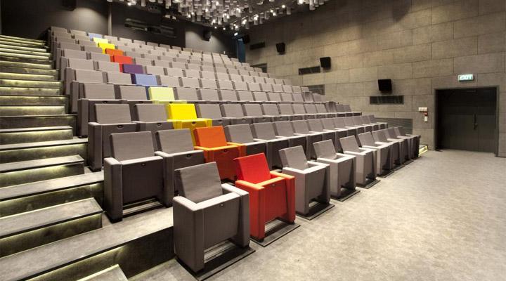 engeller-sinema-salonunda-kalkiyor-filmloverss