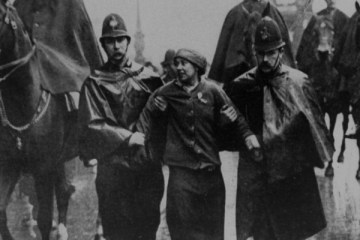 sylvia-pankhurst-being-arrested-at-a-protest-in-trafalgar-square-1913-filmloverss