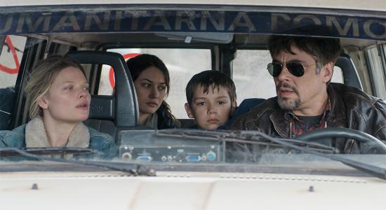 Benicio-Del-Toro-ve-Tim Robbins-A-Perfect-Day-filmloverss