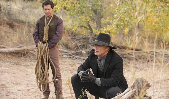 westworld-1-sezon-4-bolum-the-man-in-black-filmloverss
