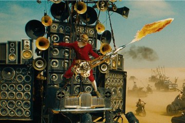 mad-max-fury-road-coma-the-doof-warrior-gitarist-filmloverss