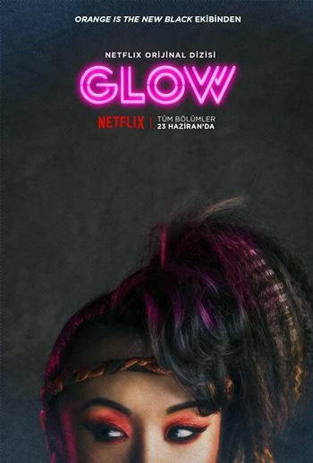 yeni-netflix-dizisi-glow-dan-tanitim-videosu-karakter-posterleri-yayinlandi-003-filmloverss