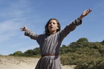 cannes-film-festivalinde-promiyerini-gerceklestirecek-muzikal-drama-jeannette-the-childhood-of-joan-of-arctan-fragman-yayinlandi-filmloverss