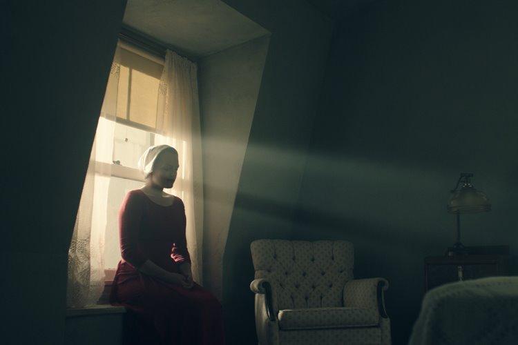 the-handmaidens-tale-elisabeth-moss-2-filmloverss