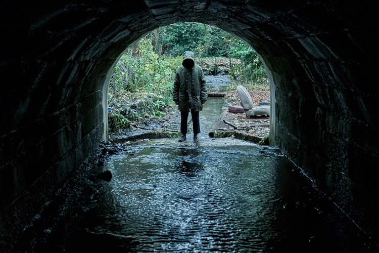 martin-freemanlı-ghost-storiesden-merak-uyandıran-bir-fragman-yayınlandı-2-filmloverss