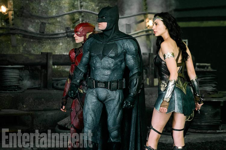 JUSTICE LEAGUE (2017) (L-r) EZRA MILLER as The Flash,BEN AFFLECK as Batman andGAL GADOT as Wonder Woman Credit: Clay Enos/ ™ & © DC Comics/Warner Bros.