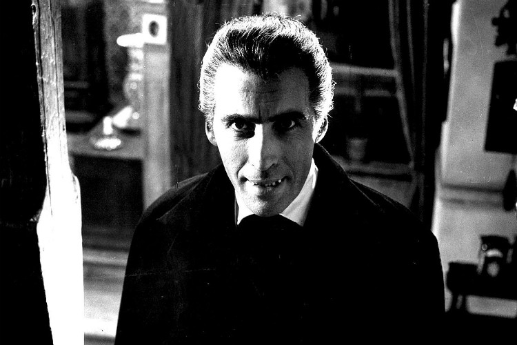 christopher-lee-dracula-filmlovers