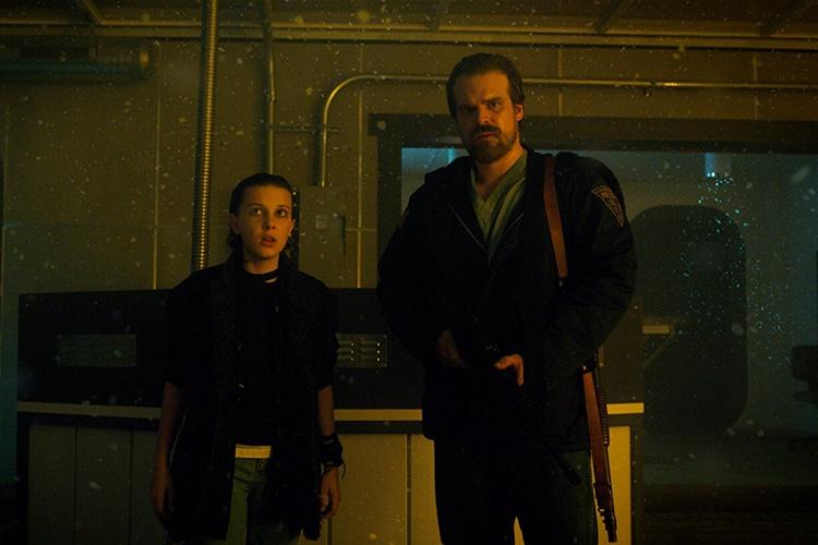 david-harbour-stranger-things-3-sezonla-ilgili-konustu-2-filmloverss