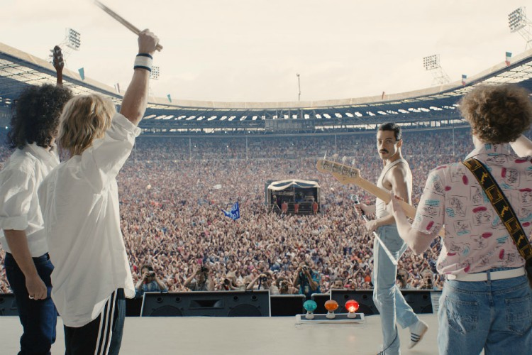 O_163_wem_1360_comp_v003_01,1159 2 – L-R: Gwilym Lee (Brian May), Ben Hardy (Roger Taylor), Rami Malek (Freddie Mercury), and Joe Mazzello (John Deacon) star in Twentieth Century Fox's BOHEMIAN RHAPSODY. Photo Credit: Courtesy Twentieth Century Fox.