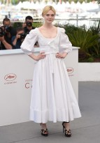 """Elle Fanning at """"The Beguiled"""" photocall. (Source: Festival de Cannes)"""