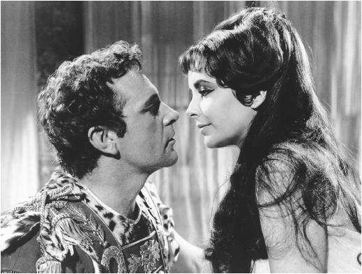 Richard Burton and Elizabeth Taylor in movie Cleopatra