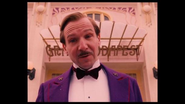 "Ralph Fiennes în ""The Grand Budapest Hotel"""
