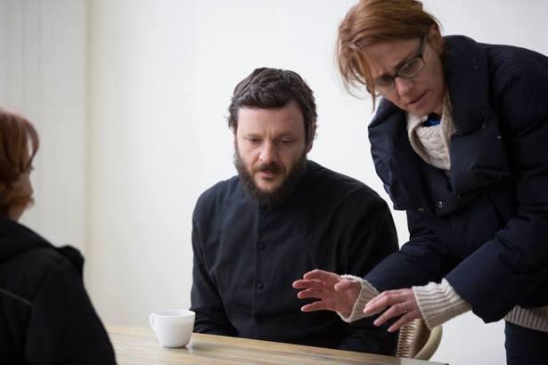 Actorul Bogdan Dumitrache și regizoare Ruxandra Zenide, la filmări
