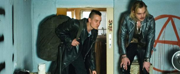 """""""Tod den Hippies!! Es lebe der Punk!"""": Kritik zum deftigen Autorenfilm von Oskar Roehler"""