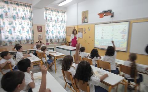 Κάτω τα χέρια και τα λόγια από τους καθηγητές…