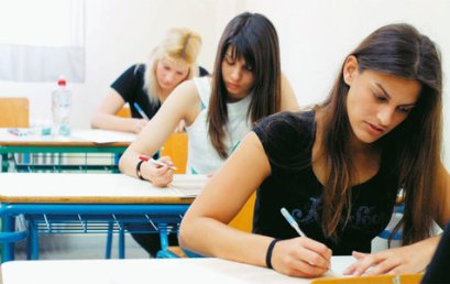 Στη Βουλή η τροπολογία για τις επαναληπτικές εξετάσεις