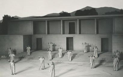 Ο χορός στην τραγωδία και την κωμωδία: (β) Ένα συγκριτικό παράδειγμα (Αγ. – Θεσμ.)