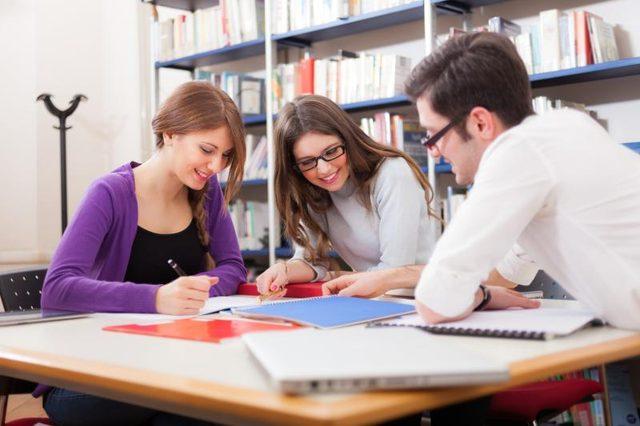 Συζητώντας στο Σύλλογο Διδασκόντων