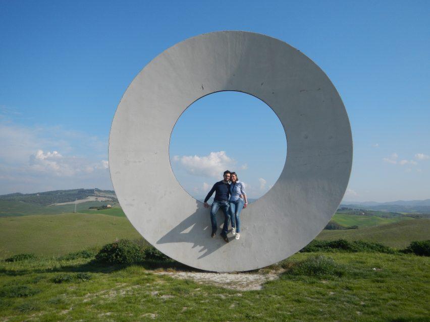 Uno dei cerchi di Mario Staccioli a Volterra