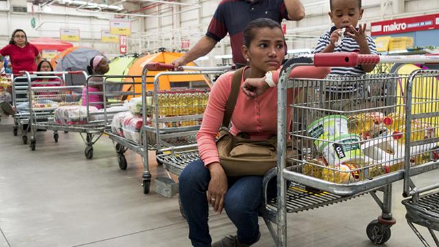 GroceryLineVenezuela