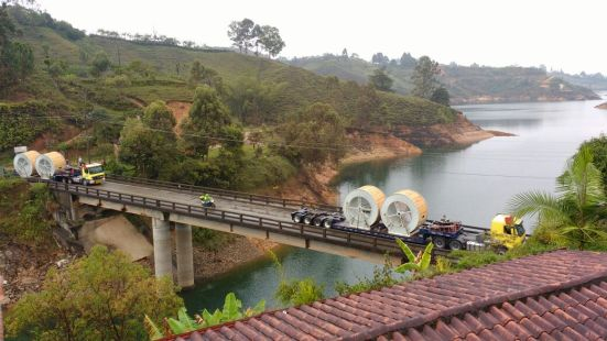 Replacement cables arriving at Guatapé