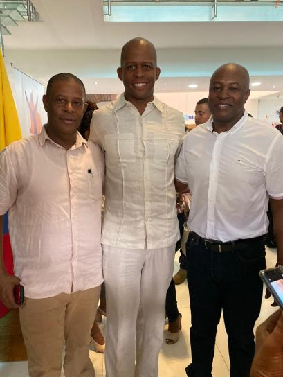 Chevron Colombia President Marc Payne (Center) with Quibdó Mayor-elect Martín Sanchez Valencia and Chocó Governor-elect Ariel Palacios Calderón