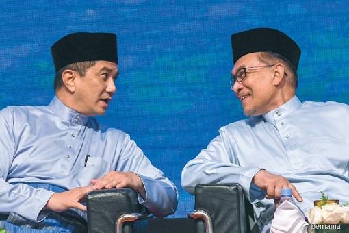 Azmin Ali and Anwar Ibrahim - Talking